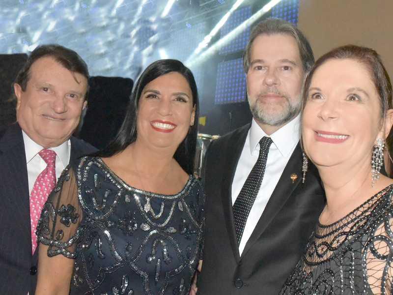Os advogados Estenio Campelo e Helga Jucá, o novo presidente do STF e a ministra do STM, Maria Elizabeth Rocha