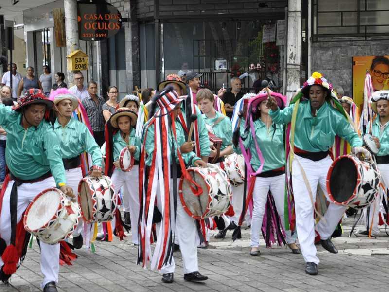 Congada é uma das maiores expressões da cultura paraisense, ajuda na pontuação do patrimônio da cidade