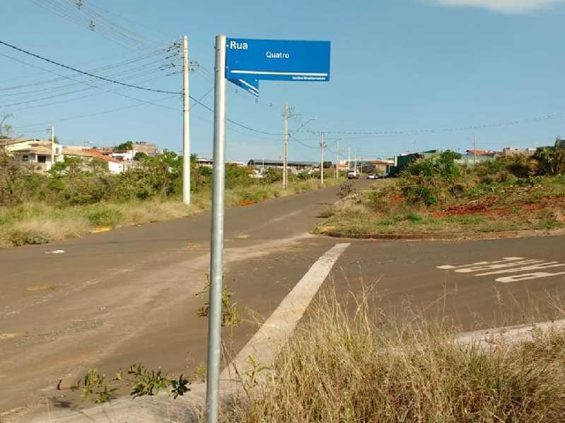 No Jardim Mediterranêe ll na Rua Quatro a denominação atualizada é Rua Francisco Soares da Silva