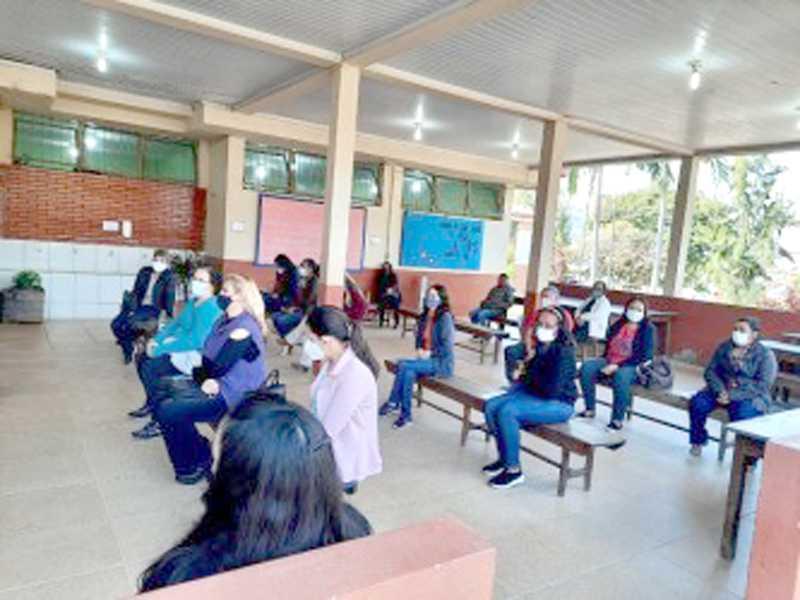 Em várias escolas professores iniciam a preparação do acolhimento aos alunos para a volta as aulas