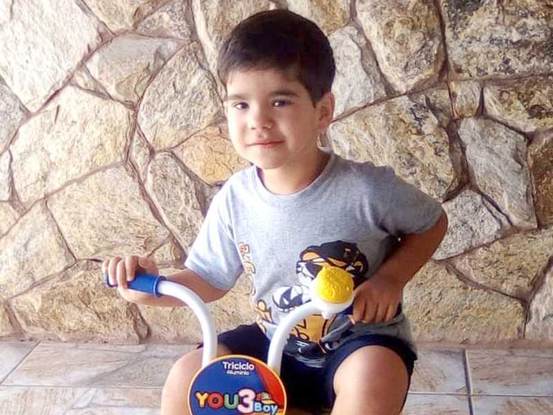 NICKOLAS TADEU RIBEIRO - Completou seu quarto ano de vida no dia 29. Filho de Ronaldo Rodrigo Tadeu Ribeiro (Japão cabeleireiro) e Geovana Jorge da Silva.