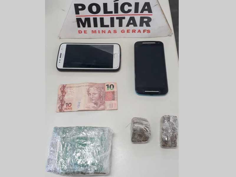 Material apreendido, dinheiro, drogas e celulares foram encaminhados à delegacia