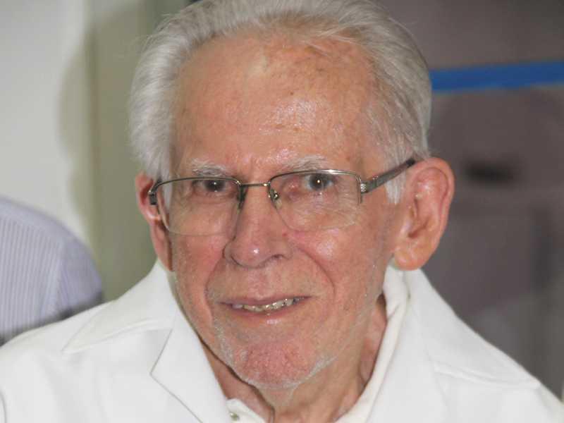 Sebastião Pereira Neto, mais conhecido como Tião Barbeiro