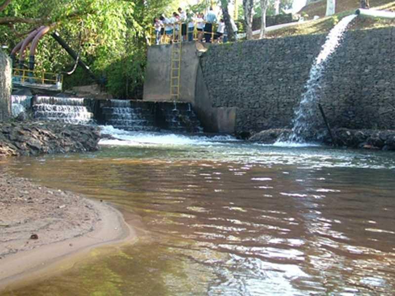 Falta de energia na estação de captação de água no rio Santana deixa boa parte da cidade desbastecida nesta sexta-feira