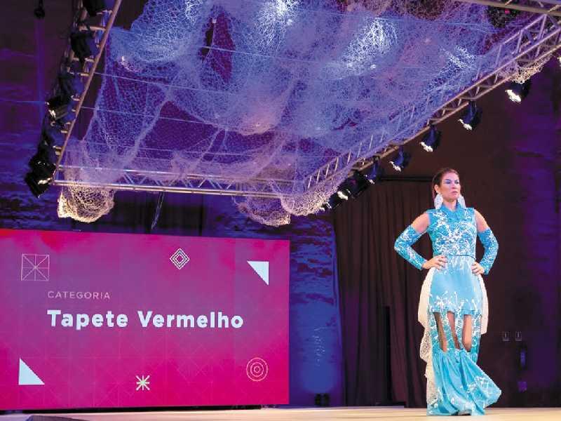 Estela Nascimento fez a sua contribuição em grande estilo desfilando com uma das peças de filé