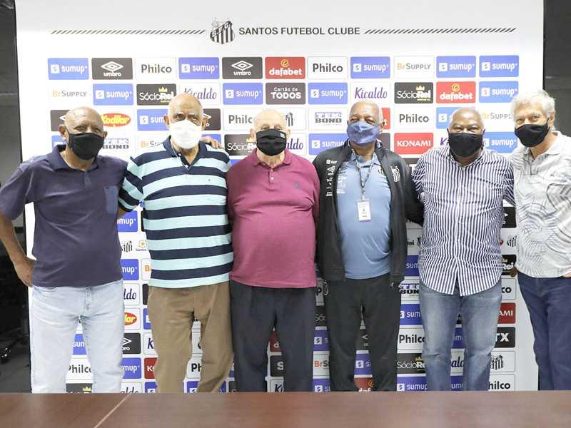 Abel, Mengalvio, Pepe e Lima, o Coringa da Vila, ladeado por Jonas Eduardo Américo Edu e Clodoaldo