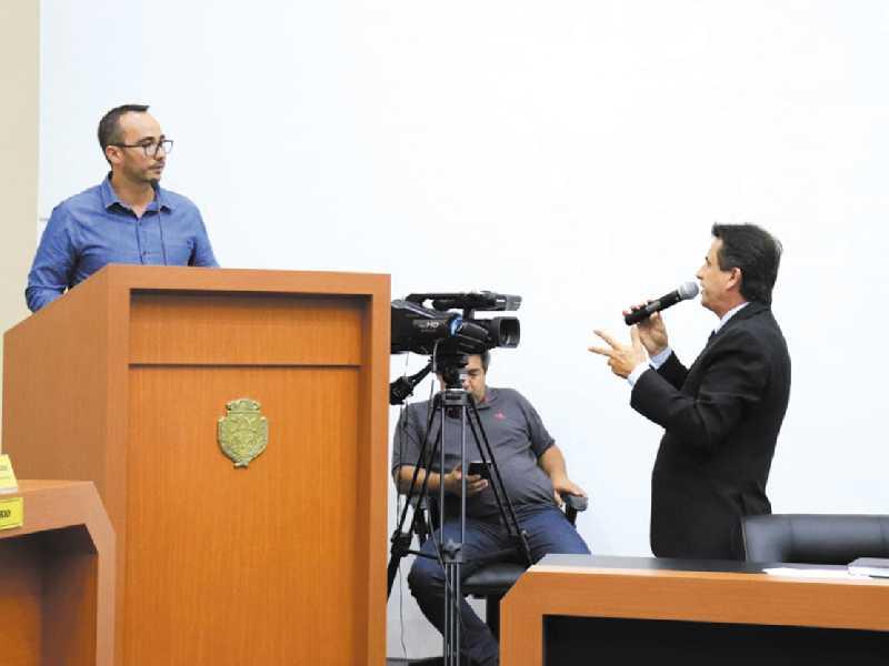 Luiz de Paula criticou morosidade em ações da Secretaria de Trânsito e cobrou providências