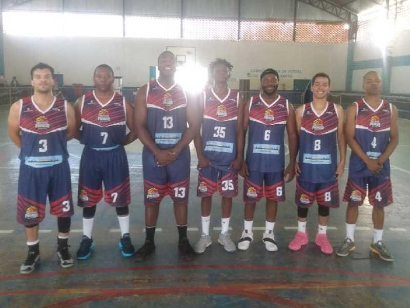 Time do Instituto Paraíso Basquetebol treina forte visando passar à próxima fase do torneio