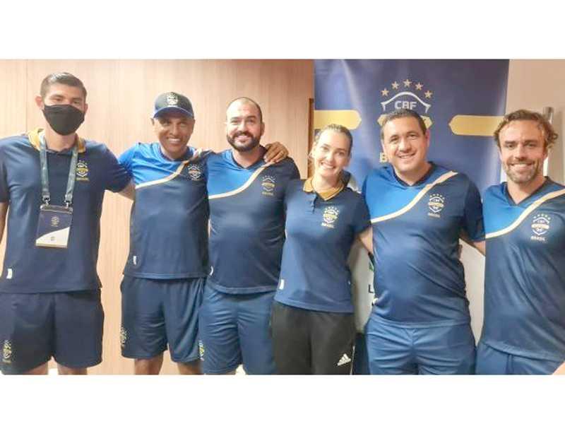 Professor Vinícius cursou ao lado de Paulo Silva, Danilo, Nadine Bastos, Leo Gago, Roger Flôres e outros nomes do meio futebol