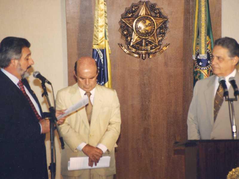Em 1996, Deputado Federal Carlos Melles, Ministro Francisco Dornelles e o Presidente Fernando Henrique Cardoso
