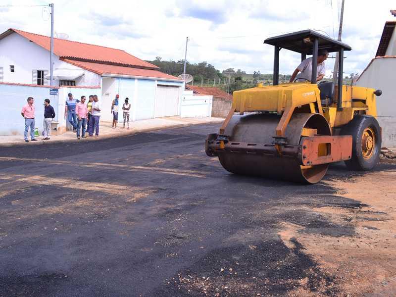 Programa de pavimentação de ruas foi iniciado ainda em 2017,  teve continuidade no ano seguinte e depois ficou paralisado