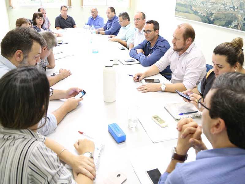 Após bloqueio de verba e reunião de emergência Prefeitura comunica aos servidores não ter dinheiro para pagar servidores