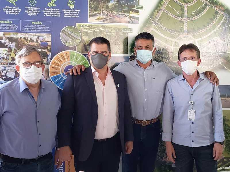 Deputado Emidinho Madeira com o vice-governador Paulo Brant, provedor da Santa Casa de Passos, dr. Vivaldo e superintendente Daniel Porto