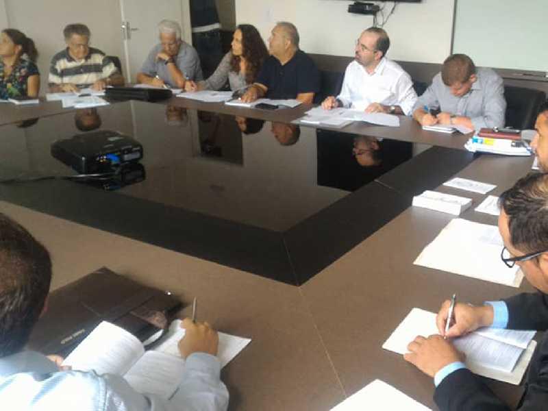 Revisão da lei Orgânica Municipal reuniu representantes de vários segmentos da comunidade paraisense