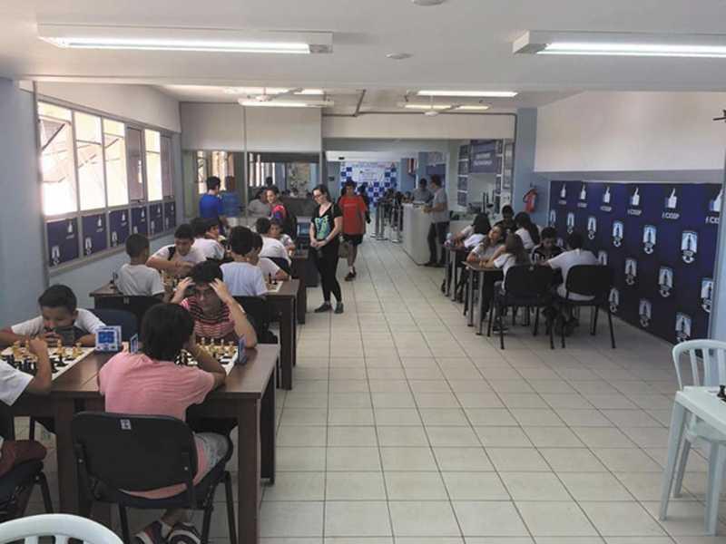 Vista geral da competição no Clube de Xadrez de São Sebastião do Paraíso