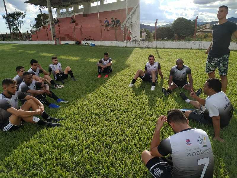 Elenco alvi-negro têm aprimorado a parte física e tem feito amistosos e jogos treinos para a preparação tática