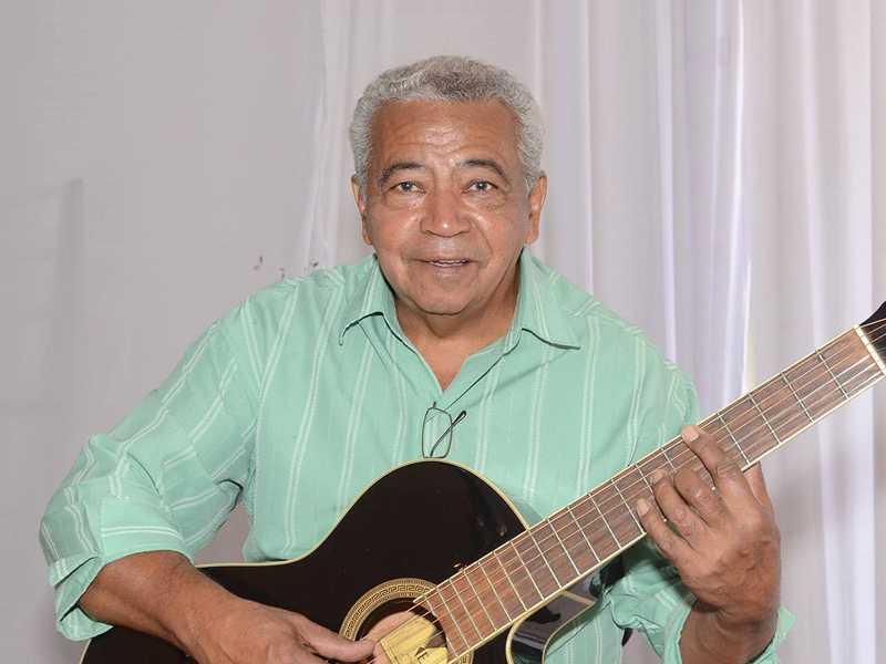 No dia 18 é  aniversário do músico  Laércio Dias  (atualmente  residindo em  Montes Claros),
