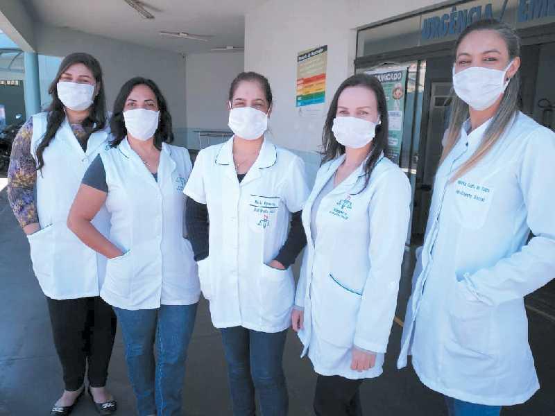 Da esquerda para a direita as assistentes sociais Patrícia Cristina Silva, Renata Cardoso, Maria Aparecida de Carvalho, Walmira Ribeiro e Andreia Costa de Souza