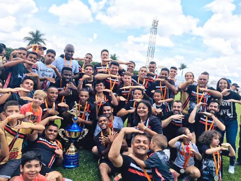 Aos 54 anos de existência, equipe do Santa Cruz comemora a quarta conquista da Taça Paraíso