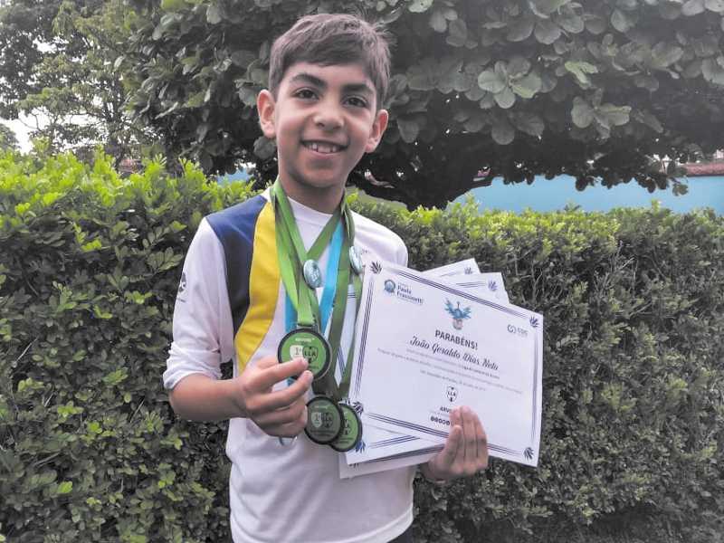 O aluno João Geraldo Dias Neto, de 8 anos, conquistou  o primeiro lugar na Liga pela terceira vez consecutiva