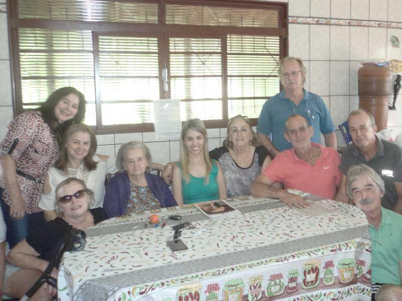 Benedita e seus 8 filhos e sua neta Fernanda – Maio de 2018