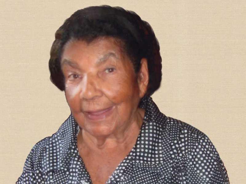 Sra Luzia dos Santos Albina