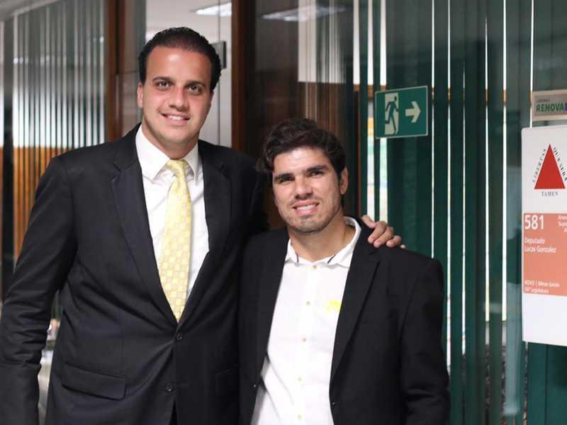 Vereador foi a Brasília onde tem participado de reuniões e tratado de assuntos para o município paraisense