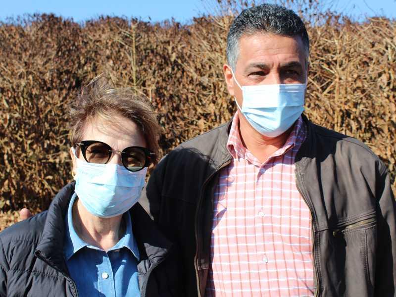Deputado Emidinho Madeira com a ministra da Agricultura Tereza Cristina em cafezal de Alfenas