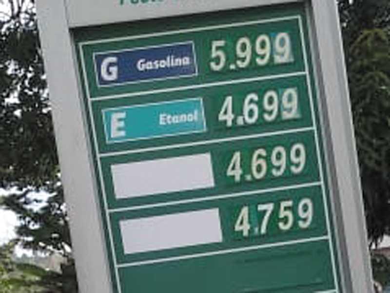Preço de combustíveis  em um posto de Paraíso
