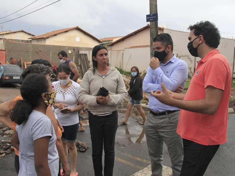 Água invadiu uma casa no bairro São Sebastião