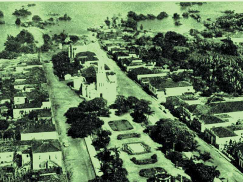 No Sul de Minas, as águas do Lago de Furnas  estavam encobrindo quase toda a cidade de Guapé FONTE: Cruzeiro. Rio de Janeiro, 9 de março de 1963