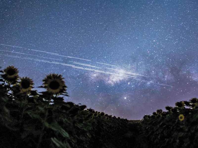 Várias pessoas em diversos lugares do Brasil e em outros países relatam terem visto fileiras de luzes dos satélites