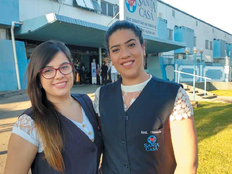 As enfermeiras Carla Mariana de Paula (Centro Obstétrico) e Thássia da Silva Dias (Maternidade Pediátrica)