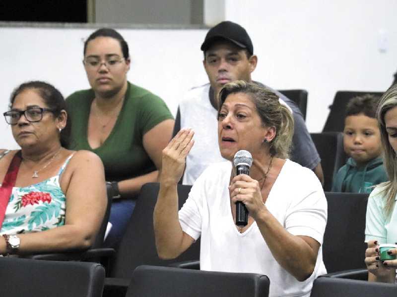 Mãe chorou ao questionar o que irá fazer e pediu providências em sessão da Câmara