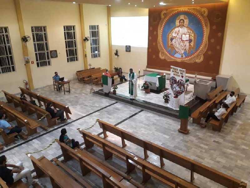 Com agendamento prévio e limitado, público volta a participar de missas nas igrejas da cidade