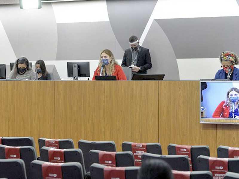 Deputada e vários participantes da audiência pediram que nomeações de concursados seja feita o mais rápido possível