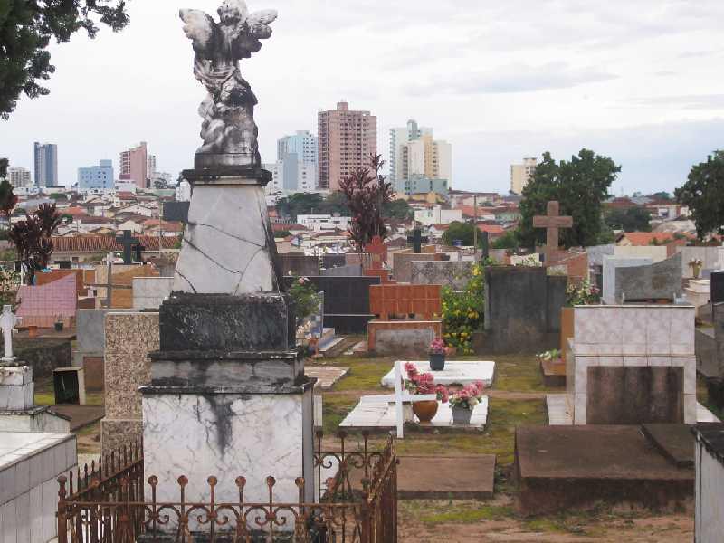 Visitas ao cemitério terão restrições neste ano devido a pandemia