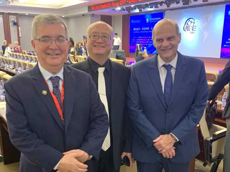 Pedro Luiz Rodrigues, o professor Zhou Bing e o vice-governador Paco Britto, em recente encontro acadêmico em Pequim