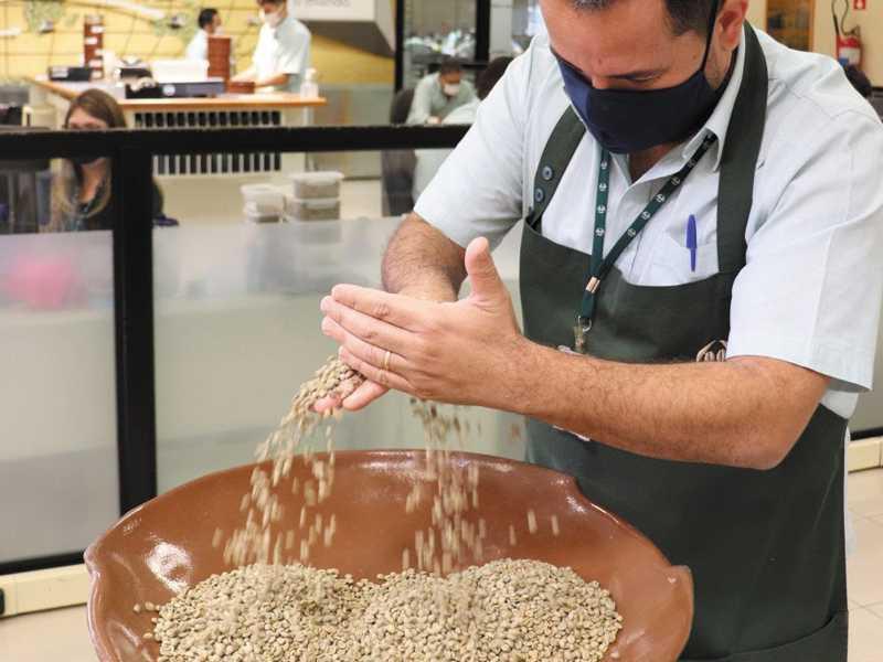 Laboratórios de Classificação da Cooxupé apontam bebida fine e good cup