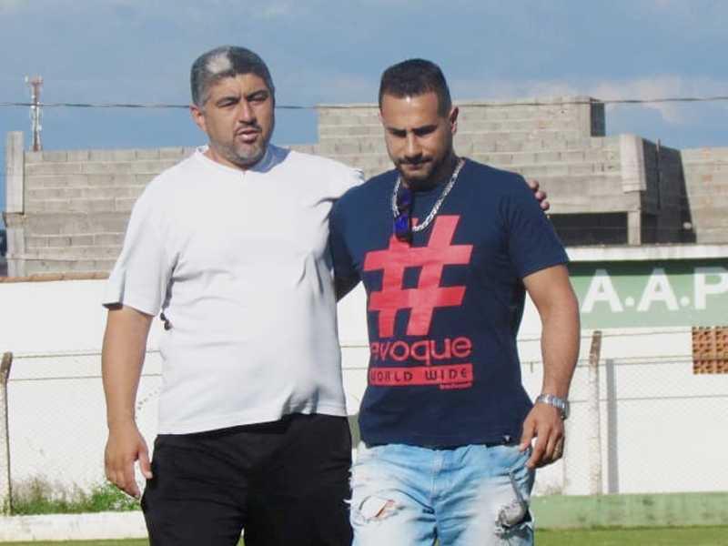 Ricardo Bibi, organizador do campeonato com  Marcelo Candiani, filho do homenageado Antonio Bertinho que dá nome ao troféu em disputa