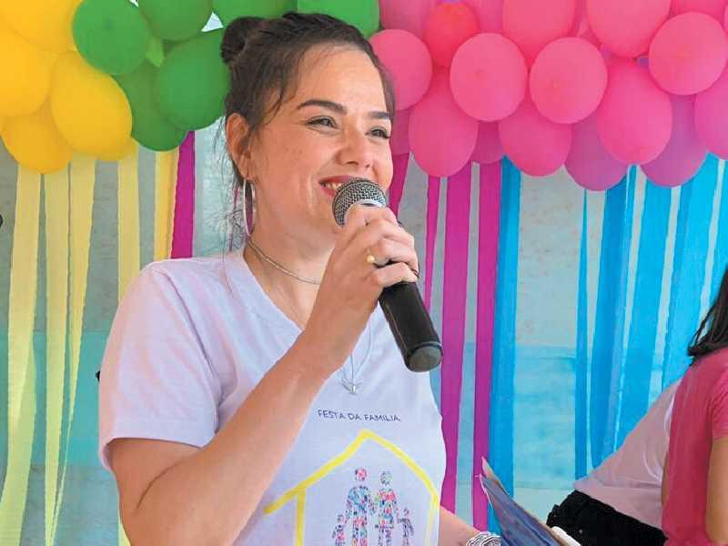A professora Carol Bonacini é graduada em Letras - Português/Inglês e suas respectivas literaturas, com especialização em Estudos Linguísticos e Literários. Atualmente leciona Língua Inglesa na Rede Municipal de Educação de São Sebastião do Paraíso