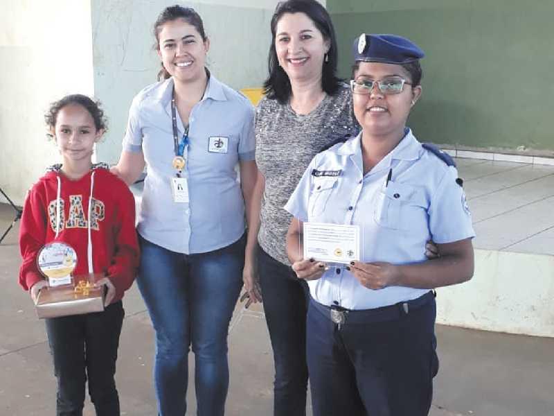 Estudantes, professores e instrutoras receberam  premiação do concurso sobre educação no trânsito