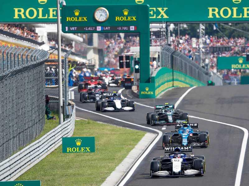 Quinze dos 16 carros largaram dos boxes no maluco GP da Hungria