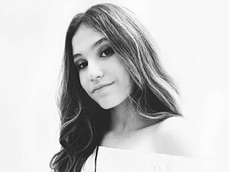 Any Medeiros de Paula completa 13 anos, terça dia 13, a ser comemorado com muita alegria entre familiares e amigos. Filha de Ana e Ademar, irmã de Albert.