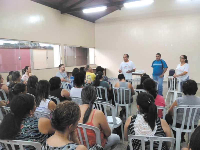 Professores receberam segunda parcela correspondente a R$ 900 referente ao mês de setembro