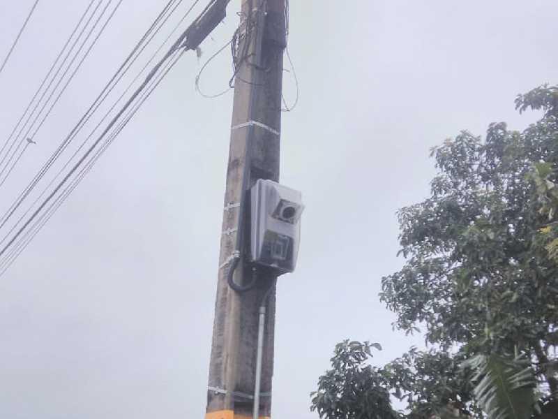 A caixa do padrão para colocar o relógio para registrar o consumo de energia elétrica das luminárias da passarela já está pronto