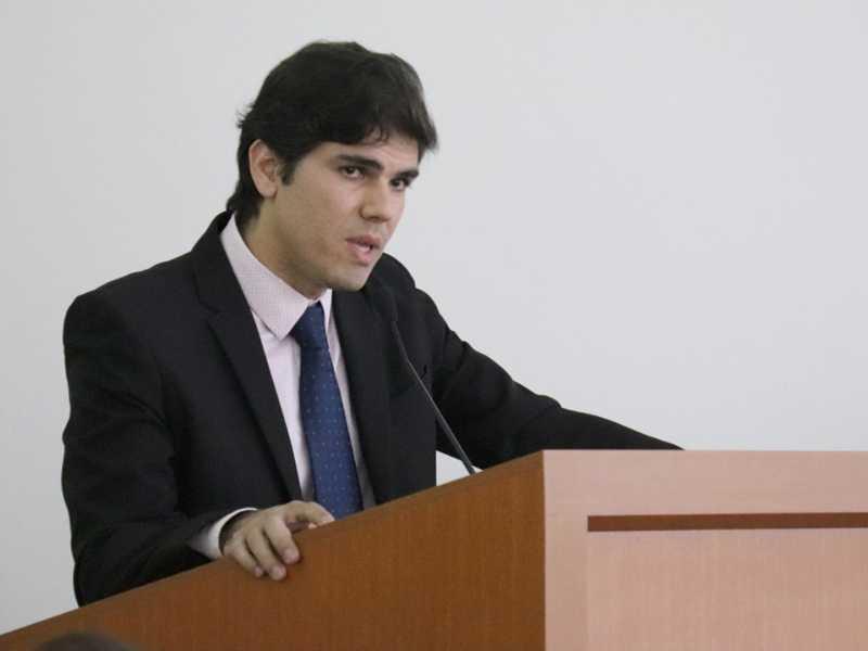 Pesquisa realizada por presidente da Comissão de Educação embasou votação à respeito veto parcial do prefeito Walkinho à emenda da Câmara