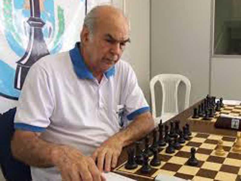 O mestre nacional Jair Vicente Domingues  abrilhanta neste sábado evento oficial no  Clube de Xadrez de São Sebastião do Paraíso