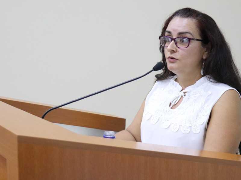 Coordenadora da subsede em São Sebastião do Paraíso (Sind-Ute), Lilian Aparecida de Oliveira