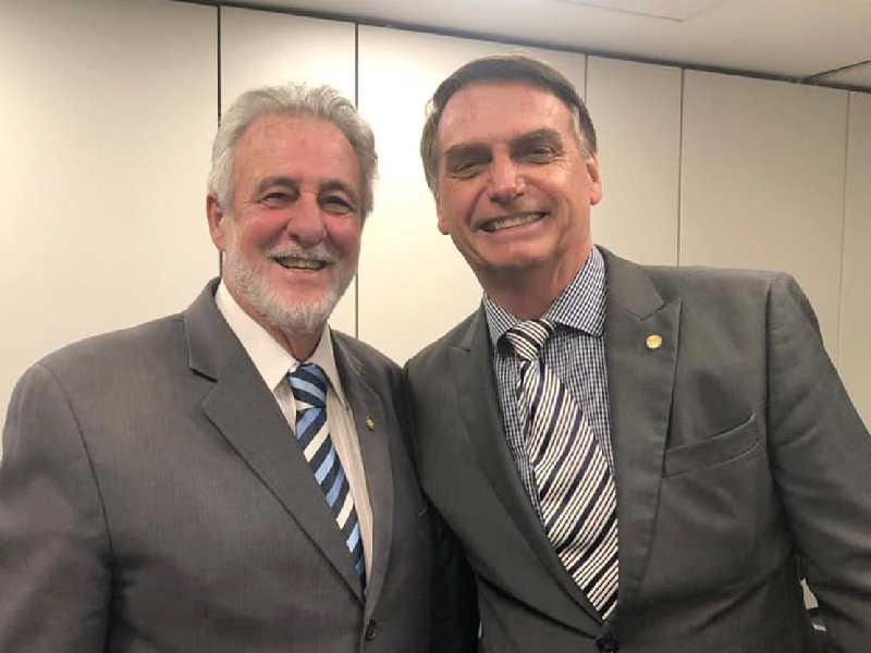 Deputado federal Carlos Melles passa a integrar equipe do presidente Bolsonaro ao fazer parte da diretoria do Sebrae